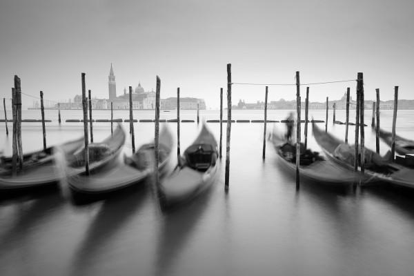 DSCF1577 Gondola Venice B+W